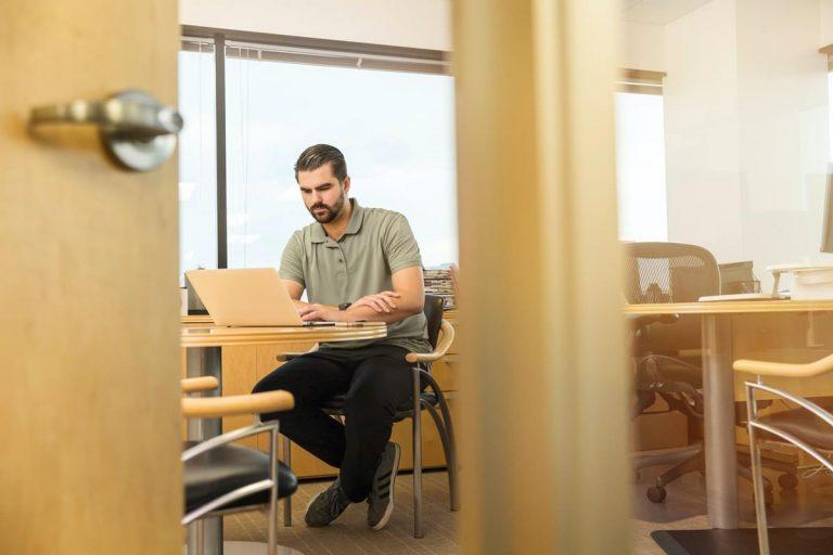 Korzystaj z Internetu, aby pomóc w budowaniu firmy