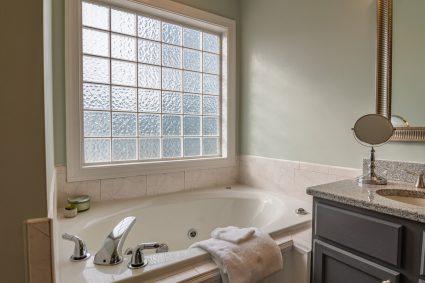 Czy nie uważasz że twoja łazienka jest już trochę staroświecka?